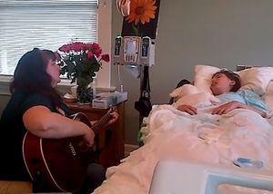 Người mẹ đàn hát vĩnh biệt con gái ung thư