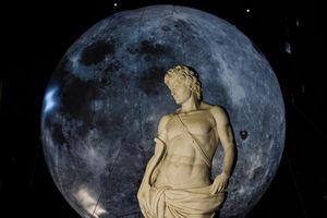 Giới trẻ Hà thành chen chân xem 'siêu trăng'