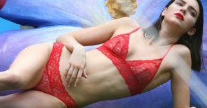 Hot girl hàng đầu Hollywood đáng yêu trong phòng ngủ