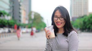 Giới trẻ chi 100.000 đồng uống trà sữa là lãng phí?
