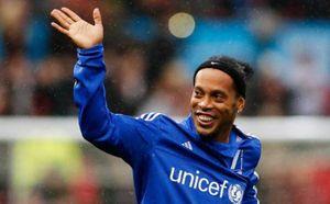 Ronaldinho lập cú đúp đẳng cấp tại Premier Futsal