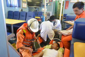 Cứu 3 ngư dân ngạt khí ga trên tàu cá