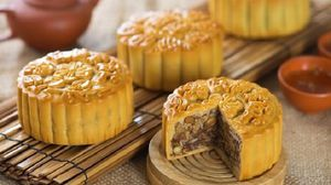 Ăn một chiếc bánh trung thu bằng 1.5 bát phở hoặc 5 cái đùi gà
