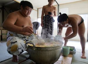 Món canh 'tăng trọng' của võ sĩ sumo