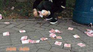 Rải tiền ở nhà ga vì chia tay người yêu
