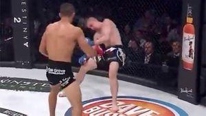 Clip: Cú đấm móc 'tàn khốc' khiến võ sĩ MMA lập tức bất tỉnh