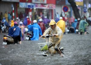 Áp thấp nhiệt đới gây mưa lớn, Hà Nội có nguy cơ ngập lụt