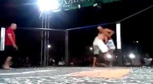Võ sĩ MMA ngất, trọng tài vẫn cho trận đấu tiếp tục