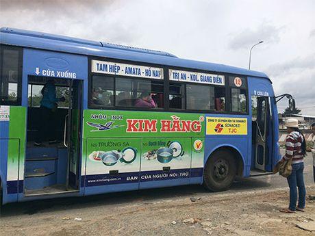 Quang cao tren xe buyt: Ban khoan noi gi? - Anh 1