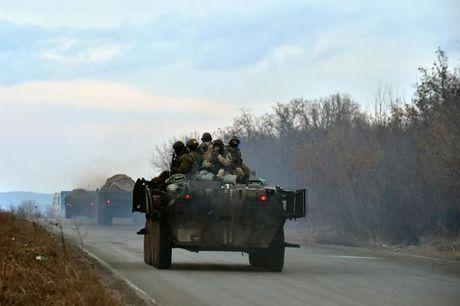 My lai to cao Nga dua them xe tang va thiet bi quan su vao Ukraine - Anh 1