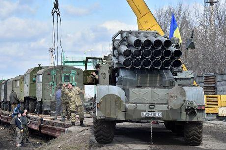 "My: Crimea va mien Dong Ukraine ""dang bi khung bo cai tri"" - Anh 1"