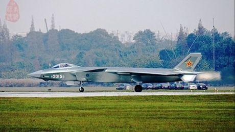 Trung Quoc tai thu nghiem 2 tiem kich tang hinh J-20 - Anh 1