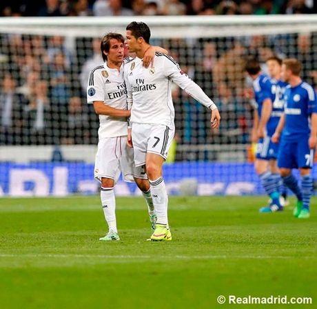 Ronaldo tuc gian trong ngay lap sieu ky luc - Anh 10