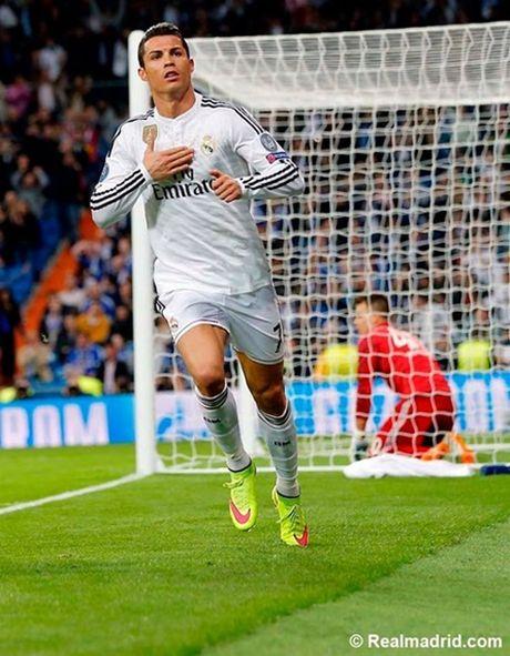 Ronaldo tuc gian trong ngay lap sieu ky luc - Anh 11