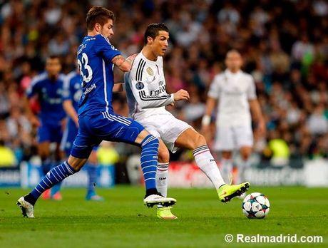 Ronaldo tuc gian trong ngay lap sieu ky luc - Anh 12