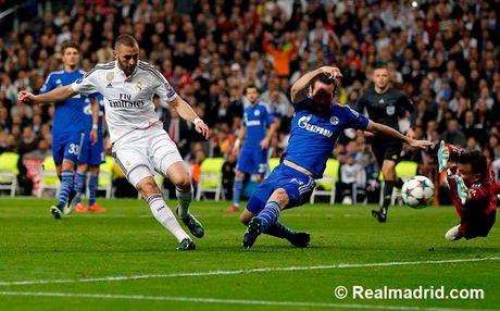 Ronaldo tuc gian trong ngay lap sieu ky luc - Anh 15