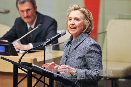 Ba Clinton len tieng vu email ca nhan - Anh 1