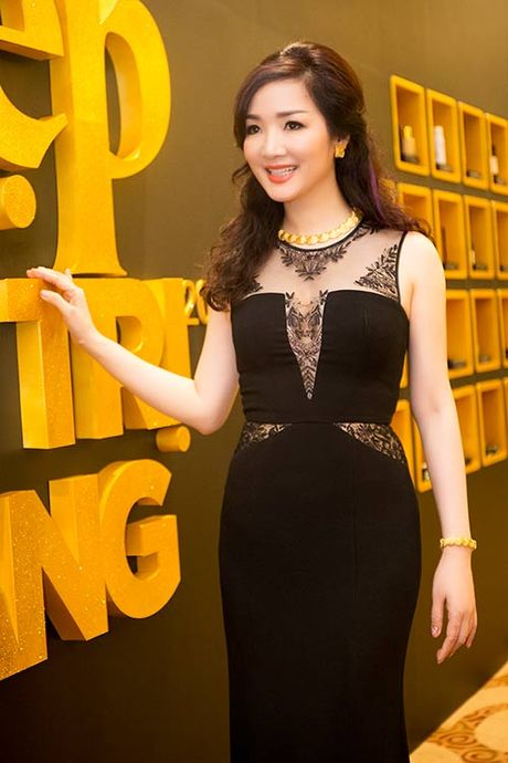 HH Giang My sanh dieu ben giam khao Trac Thuy Mieu - Anh 1