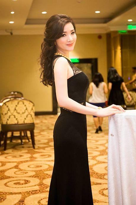 HH Giang My sanh dieu ben giam khao Trac Thuy Mieu - Anh 2