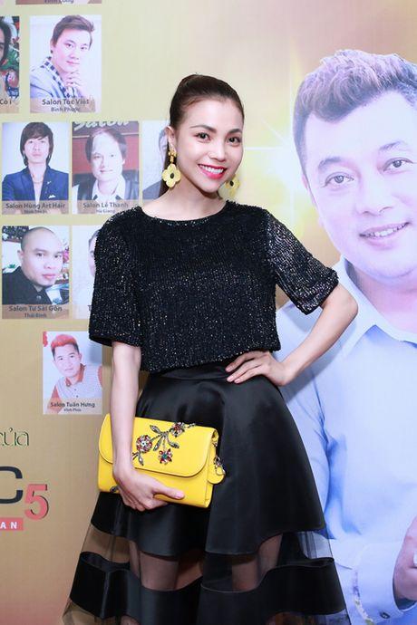 Tra Ngoc Hang dua chi gai di du event - Anh 1