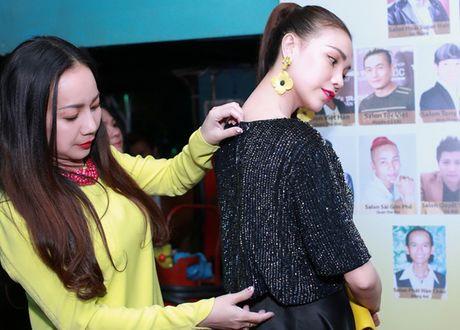 Tra Ngoc Hang dua chi gai di du event - Anh 6