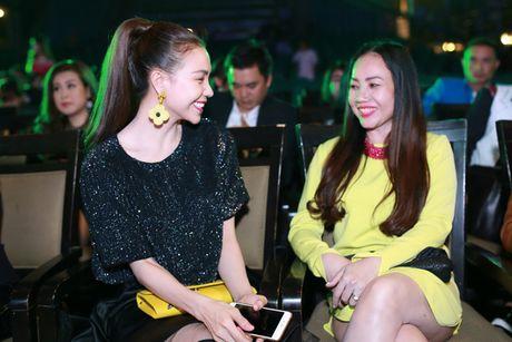 Tra Ngoc Hang dua chi gai di du event - Anh 8