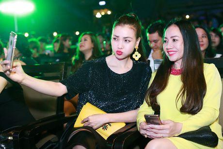 Tra Ngoc Hang dua chi gai di du event - Anh 9