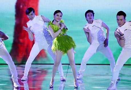 Diem danh nhung bo canh sexy kho cuong cua The Remix - Anh 10