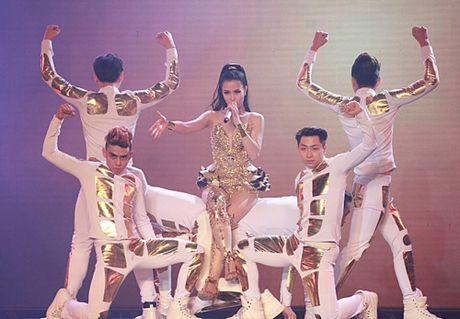 Diem danh nhung bo canh sexy kho cuong cua The Remix - Anh 4