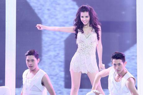 Diem danh nhung bo canh sexy kho cuong cua The Remix - Anh 5