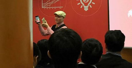 Smartphone BKAV duoc so sanh voi iPhone 6 Plus - Anh 1