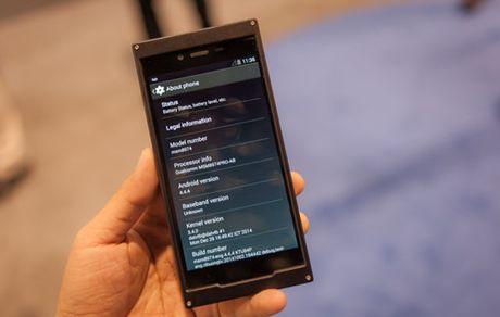 Smartphone BKAV duoc so sanh voi iPhone 6 Plus - Anh 2