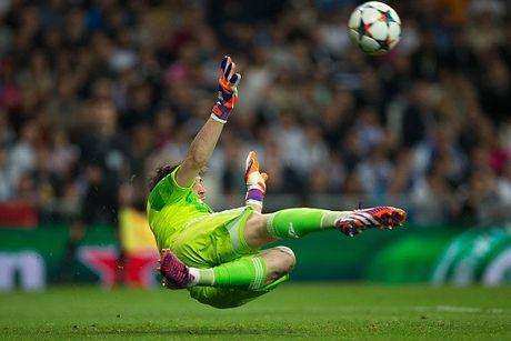 Real 3-4 Schalke: Nha vo dich suyt bi loai du CR7 lap ky luc - Anh 27