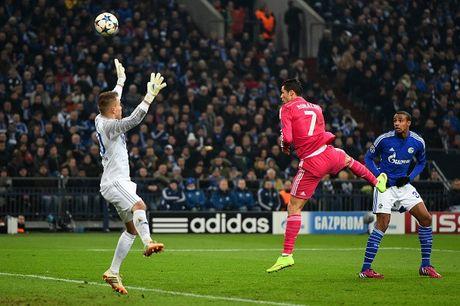 Real 3-4 Schalke: Nha vo dich suyt bi loai du CR7 lap ky luc - Anh 6