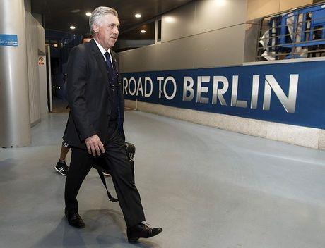 Real 3-4 Schalke: Nha vo dich suyt bi loai du CR7 lap ky luc - Anh 9