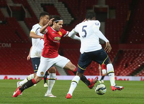 Falcao choi nhat nhoa khi khoac ao U21 M.U - Anh 2