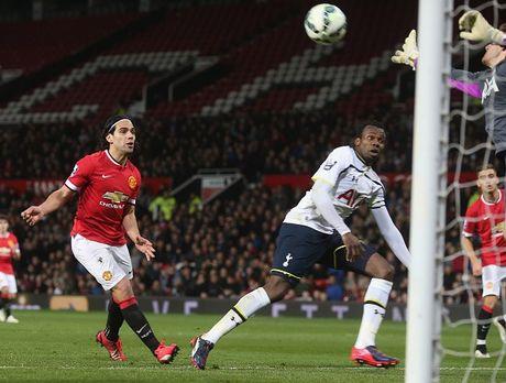 Falcao choi nhat nhoa khi khoac ao U21 M.U - Anh 6