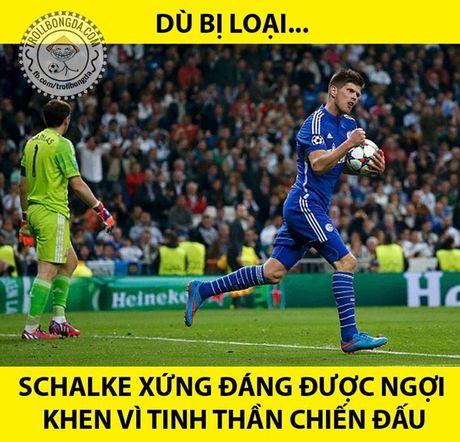 Anh che Ronaldo cau mong trong tai ket thuc tran gap Schalke - Anh 10