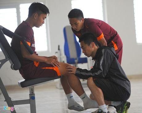 Cau thu SLNA gap han o Olympic Viet Nam - Anh 2
