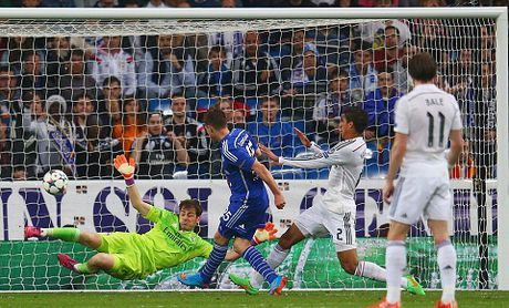 Real Madrid 3-4 Schalke: Ronaldo lap cu dup, Real hu via gianh ve di tiep - Anh 2