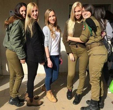 Ngam bong hong xinh dep trong quan doi Israel dang gay sot mang xa hoi - Anh 9