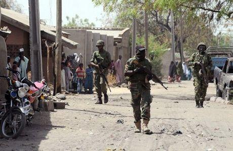 Nigeria giai cuu nhieu phu nu va tre em tai sao huyet cua Boko Haram - Anh 1
