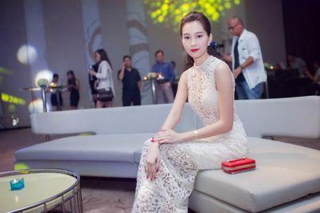 """Dang Thu Thao dien vay """"xuyen thau"""" nhung van thanh lich - Anh 2"""