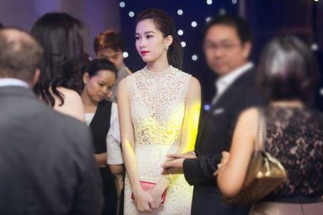 """Dang Thu Thao dien vay """"xuyen thau"""" nhung van thanh lich - Anh 3"""