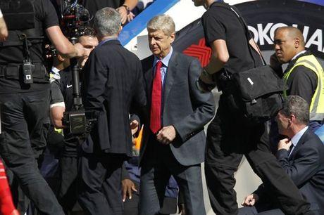 Wenger va Mourinho: Dau tran nhin nhau, cuoi tran lam ngo - Anh 1