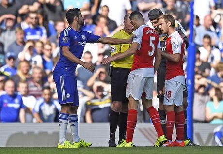 Trong tai pha hong tran Chelsea - Arsenal - Anh 1
