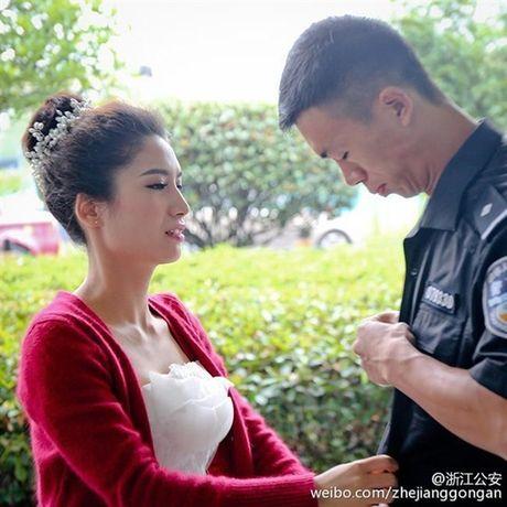 Xuc dong canh co dau doi mua co vu chu re thi chay - Anh 6