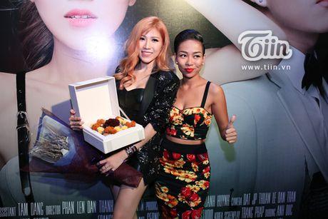 Trang Phap cung ca si Han Quoc ket hop san pham bom tan - Anh 11
