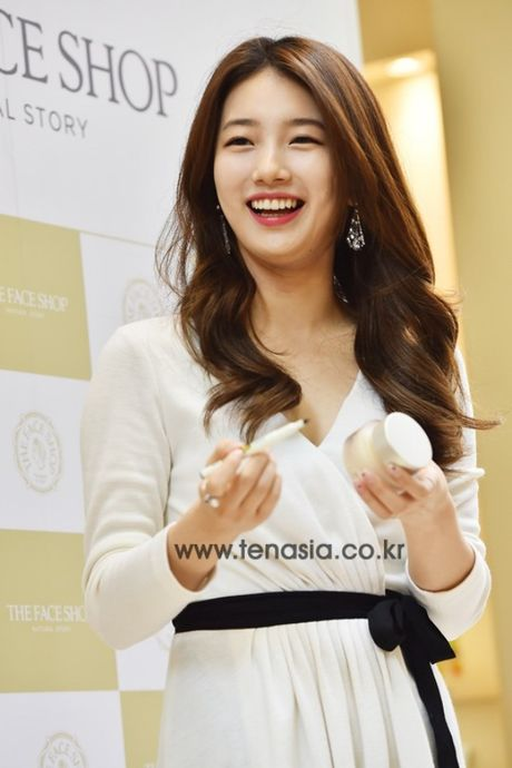 Suzy deo nhan ngon ap ut, ro tin Lee Min Ho cau hon - Anh 5