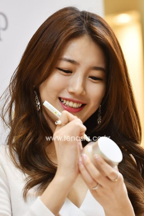 Suzy deo nhan ngon ap ut, ro tin Lee Min Ho cau hon - Anh 6